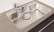 大きなものもラクラク洗えるワイドなキッチンシンクは、水はねの音を軽減する静音タイプです。