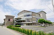 都城市総合文化ホール 約500m(徒歩7分)