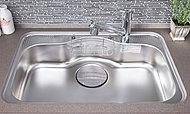 中華鍋などの大きな物もラクラク洗える、広々としたワイド設計のシンク。材料の下ごしらえや調理にも便利です。