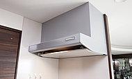 吸い込み効率が高く、強力な排気機能を発揮します。ホーロー整流板付だから掃除がしやすく、シンプルでスタイリッシュな形状です。