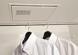 寒い日の予備暖房や換気、雨の日に便利な浴室換気暖房乾燥機を標準装備しています。