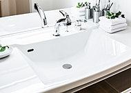 拭き掃除が簡単にできる、滑らかな洗面ボウル一体型の人造大理石ワークトップ。