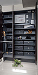 ブーツや大型の履物も収納できるトール型の下足入れを設置しました。下段のスペースは、普段からよく使用する靴などの置場として有効に使えます。※一部住戸除く。