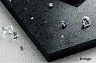 表面のサイザルが特徴。濡れた足もさらっと気持ちよく、柔らかな床材です。耐久・耐汚性も備えお手入れも楽なスウェーデン製の床材です。