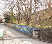 横浜市立仲尾台中学校 約550m(徒歩7分)