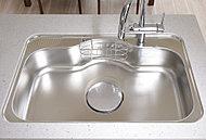 シンクに当たる水や食器の音を軽減。※UタイプのみW=600シンクとなります。※その他W=800シンク