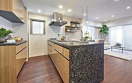 毎日をアシストする、ワンランク上の設備仕様。使いやすさとデザイン性を両立させたキッチン。