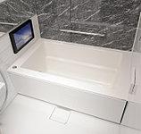 浴槽への跨ぎの高さを低くし、小さいお子様やお年寄りの方も安全で使いやすい仕様です。