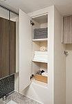 サニタリー用品等の収納に便利なリネン庫を設置。整理された空間を保てます。※一部タイプのみ
