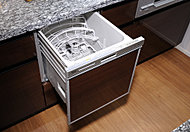 食器の後片付けに便利な食器洗い乾燥機を標準装備。