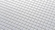微細な凹凸を施したスクエアパターンの床は、乾きやすく滑りにくいので安心。溝が浅く汚れが溜りにくいのでお手入れもラクです。