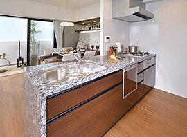 品質の高さにこだわった美しく品格のあるキッチンは、インテリアと呼ぶにふさわしい憧れの空間となります。