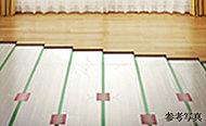 足元からお部屋を温める床暖房を標準装備。