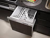 食器の片付けに便利な食器洗い乾燥機を標準装備しました。スライド式収納なので、立ったままの姿で使えます。