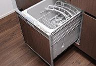 食器の片付けに便利な食器洗い乾燥機を標準装備。洗浄力が高く、節水効果にも優れています。※銀イオンカートリッジ(別売)搭載時除菌効果有。
