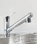 いつでもおいしい水が利用できる浄水器内蔵ハンドシャワー水栓を設置。※浄水機能は別売の専用カートリッジが必要となります。