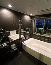贅沢なまでの「癒し」を、設えたバスルーム。