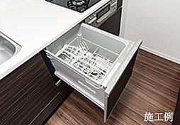 システムキッチンには、腰に負担のかかりにくいスライド式食器洗い乾燥機を装備しました。ゆとりの大容量で、後片付けの手間を省き、家事効率良くします。
