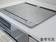 キッチンには磁力線により鍋そのものが発熱して、高い熱効率でパワフルに加熱調理する「IHクッキングヒーター」を装備。