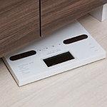 洗面化粧台下部には体重計をすっきり片付けられる、ヘルスメーター収納スペースを確保しています。