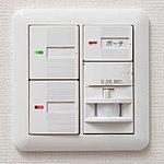 玄関には深夜の帰宅時もスイッチを探す必要のない、自動点灯・自動消灯するオートライトを使用しています。