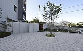 寛ぎの時を過ごせる共用空間。全戸南東向きの配棟計画。駅から近い街の中心地で、寛ぎの空間を享受できる贅があります。