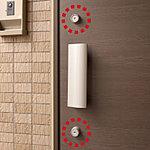 玄関錠は上下2箇所に鍵を設けたダブルロックとすることで防犯性に配慮しています。