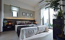 豊かな時間が流れるマスターベッドルーム。落ち着きとゆとりに満ちたひと時を。