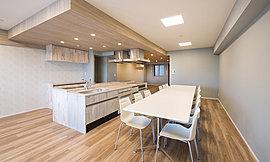 ノースレジデンスには、誕生会やホームパーティもできるキッチンスタジオを設けました。