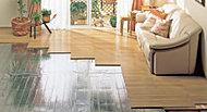 リビングダイニングには床暖房を設置。空気の汚すことなくホコリを巻き上げる風を起こさずクリーンにお部屋全体を暖めます。(※8階~14階住戸)