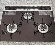 料理の幅が広がる火力調節幅が大きいワイド火力バーナー。お手入れのしやすいショット社製耐熱ガラストッププレートを採用しました。