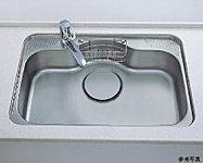 大きな中華鍋もラクに洗えるワイドサイズのシンクを採用。