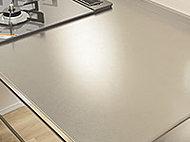 シャープな雰囲気をつくるバイブレーション仕上のステンレストップです。使い勝手もよく、お掃除もしやすいキッチンカウンターです。