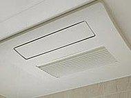 入浴前の予備暖房や入浴中の浴室暖房に浴室暖房乾燥機を採用しています。