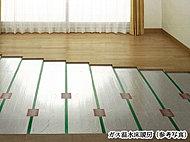 空気を汚さず、頭寒足熱の心地よいぬくもりのガス温水床暖房をリビング・ダイニングに採用しています。