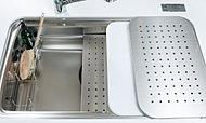 「ワークトップスペース」「アシストスペース」「ミドルスペース」など、特徴の違う3層の作業スペースを立体的に活用することで、「調理する」「洗う」「片付ける」が効率的に行えます。