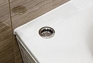 浴槽の中に手を入れずにワンプッシュで簡単に排水ができるポップアップ排水栓を採用しています。また、排水口の金具(フランジ)をなくすことでお手入れがしやすくなりました。