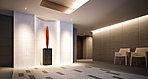 アート作品が迎える迎賓空間。緑豊かなアプローチを抜け、エントランスホールに入るとそこは、モダンなアートギャラリーを想わせるエントランスホール。