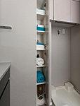 浴室、洗面洗濯室で使うリネン類や洗剤などを収納できるリネン庫を設置しています。目的に合わせた収納ですっきりと整理ができます。※プランによって形状が異なります。