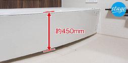 浴槽のまたぎ高さを低くした低床式浴槽を採用しています。小さなお子様やご年配の方も無理なく入浴できるよう、安全にも配慮しています。※B・D・F・Hタイプのみ。