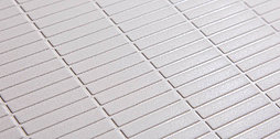 床材にガラスビーズを混ぜた特殊なシートを合わせることで、傷つきにくさをプラスしています。お掃除しやすく簡単なお手入れで、キレイが長持ちする床です。