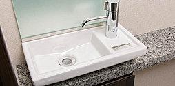 機能性とデザイン性を兼ね備えた手洗いカウンターをご用意しています。※住戸タイプにより形状が異なります。
