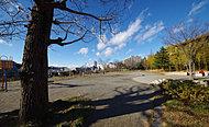 片平公園 約500m(徒歩7分)