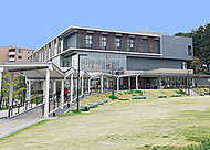 八幡西図書館 約1,700m(車で6分)