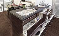 IHクッキングヒーター下の収納は2段のスライド収納になっており、キッチン用品の収納に大変便利です。