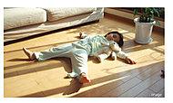 床面からの遠赤外線効果で室温が控えめでも、からだの新まで十分暖まります。小さなお子様のいるご家庭からお年寄りまでおすすめの健康暖房です。