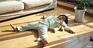 床面からの遠赤外線効果で室温が控えめでも、からだの芯まで十分暖まります。小さなお子様のいるご家庭からお年寄りまでおすすめの健康暖房です。