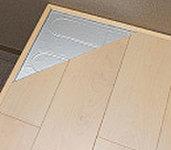 リビング・ダイ二ングの床にはガス温水式床暖房を標準装備。経済的かつ埃を巻き上げないクリーンな室内環境。