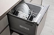 食器をセットすれば洗浄から乾燥まですべておまかせ。手間を省いて、手で洗うより節水効果も。