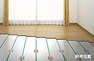 LDに足元から健康的に暖まるTES(ガス温水式)床暖房を採用。ホコリも巻き上げないので衛生的。